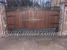 откатные ворота с деревом