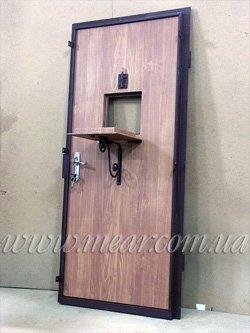 двери с кассовым окошком