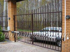 распашные автоматические ворота с ковкой